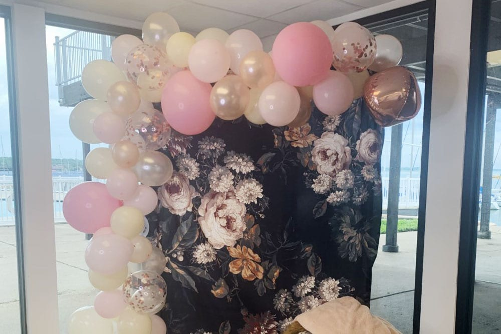 event-poolside-baloons